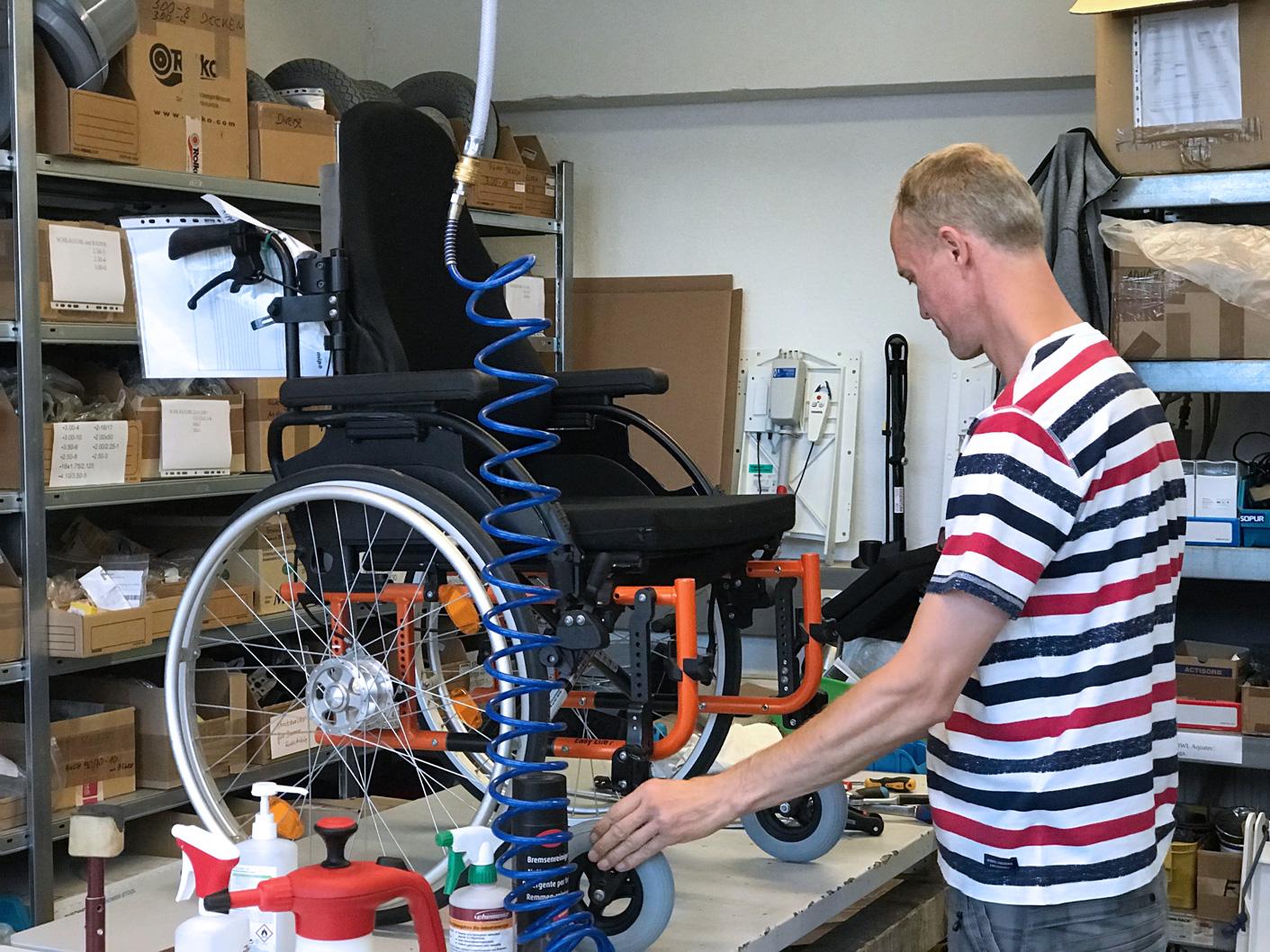 Rollstuhl im Lager von Sanitätshaus MOT in Tettnang